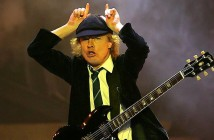 877548-ac-dc-angus-young